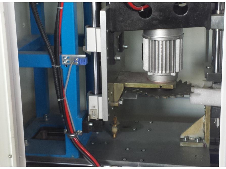 Máy làm sạch góc hàn cửa nhựa CNC SQJ-CNC-120B